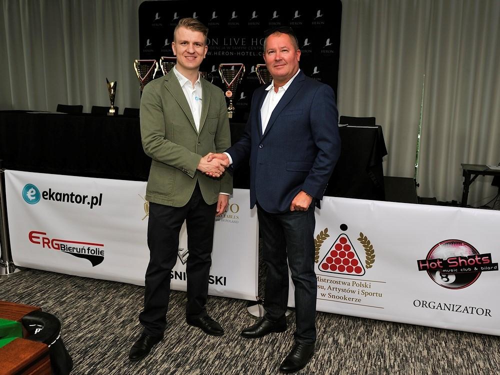 Marcin Nitschke, wielokrotny medalista Polski i Europy w snookerze, organizator Mistrzostw Polski Biznesu, Artystów iSportu w Snookerze, zAndrzejem Wiśniowskim, założycielem i właścicielem marki WIŚNIOWSKI