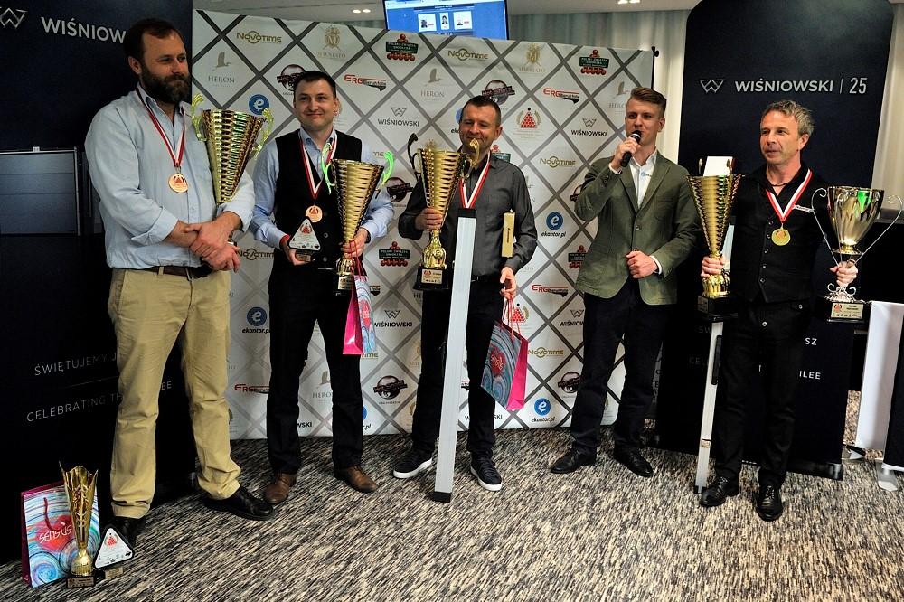 Trzecie miejsce w Mistrzostwach zdobył Grzegorz Mruk, Menedżer Grupy Produktowej Ogrodzenia w firmie WIŚNIOWSKI (drugi od lewej na zdjęciu).